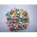 PERLES EN PLASTIQUE CUBES POT DE 125G ASSORTIES